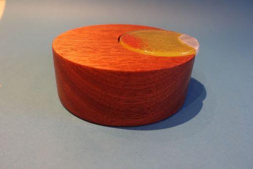 Mahagonidose mit Glasdeckel D = 14 cm H = 5,5 cm